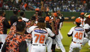 #LIDOM: Toros consiguen histórica victoria y toman comando de Serie Final