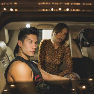 Chyno Miranda estrena video musical «En el asiento de atrás»