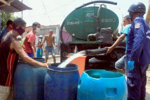 Alcaldía mantiene suministro de agua potable en cisternas a parroquias de Maracaibo