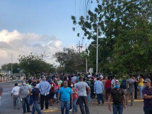 Maracaiberos se van a «La Barraca» para obtener «salvoconducto» que les garantice combustible