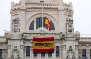 España registra máximo diario de muertos por virus, pero se mantiene tendencia porcentual a la baja