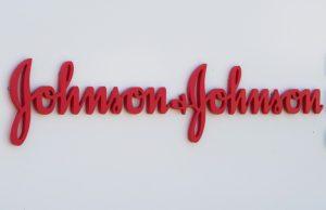 Jonhson & Johnson probará en septiembre en humanos vacuna contra COVID-19