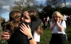 «No son invencibles»: OMS advierte a jóvenes sobre coronavirus