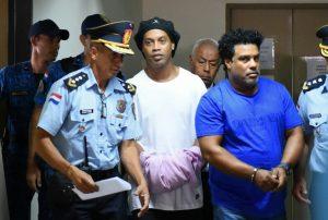 Ronaldinho pasó su cumpleaños solo en una cárcel de Paraguay
