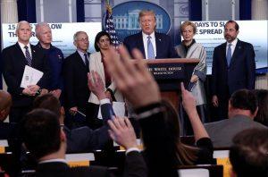 Trump insta a que no haya reuniones de más de diez y advierte de posible recesión