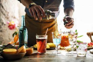 ¿Puede el beber alcohol aumentar el riesgo de contagiarnos de coronavirus?