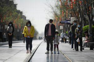 China rinde homenaje a las víctimas y «mártires» de la pandemia