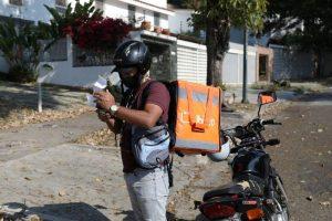 En Venezuela, «motorizados» y ciclistas luchan por sobrevivir con entregas en medio de cuarentena