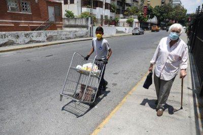 Gobierno venezolano ajusta salario mínimo en medio de galopante hiperinflación