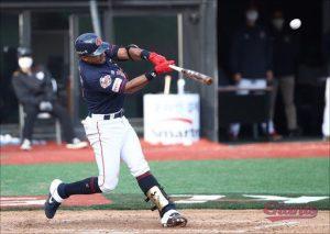 Dixon Machado deslumbró en el Día Inaugural del béisbol coreano