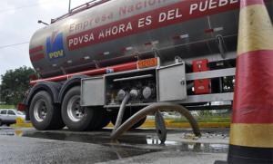 Gobierno: importa 600.000 barriles de gasolina luego de «largas y complejas maniobras»