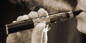 La OMS denuncia el uso de cigarrillos electrónicos que saben a chicle para «enganchar» a los adolescentes