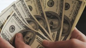 Venezuela: El dólar cierra jornada del lunes en baja