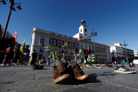 España: Extinction Rebellion llena las plazas de zapatos para exigir acción climática