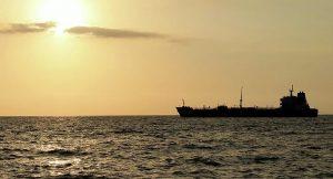 Irán amenaza con responder si EEUU persigue sus buques que llevan gasolina a Venezuela