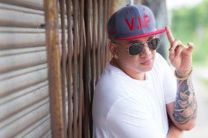 El ecuatoriano King VIP celebra el lanzamiento de su video «Enamorado»