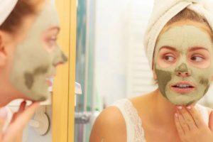 Mascarilla de té verde y aloe vera para combatir el acné