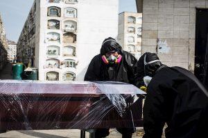 Perú supera los 92.000 casos mientras hospitales de Lima llegan al límite