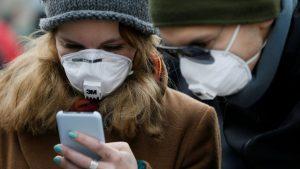 Teléfonos móviles podrían extender COVID-19 y otras enfermedad