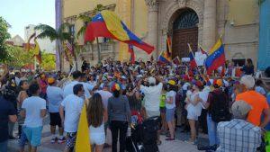 Venezolanos en espera de asilo recibieron mercados en Miami en medio de la pandemia