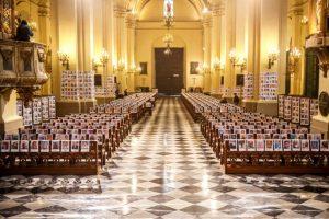 Catedral de Lima revistió sus muros con 5 mil fotos en honor a los muertos por COVID-19