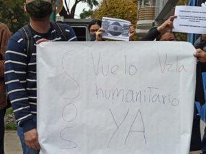 Protestaron para exigir un vuelo humanitario venezolanos varados en Argentina