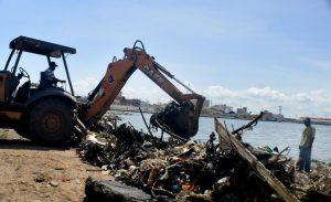La Alcaldía recogió 8 toneladas de desechos de las orillas del lago de Maracaibo en el casco central