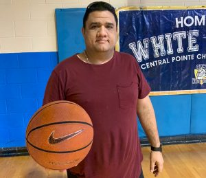 El retrato de un entrenador de baloncesto «estrella»: Alejandro Ochoa