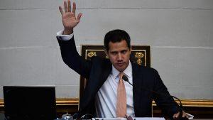 Guaidó rechazó las expropiaciones de gasolineras en Caracas