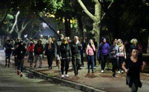 Argentina supera los 1.100 casos diarios de coronavirus