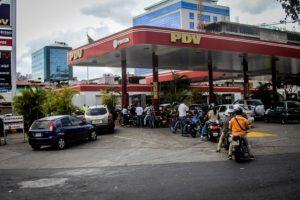 Ineficiencia del nuevo sistema para surtir combustible desató protestas en Venezuela