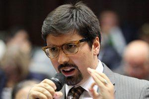 Freddy Guevara: «Maduro secuestra la tarjeta de AD»