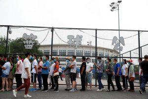 Pekín cancela vuelos y cierra escuelas para contener rebrote de coronavirus
