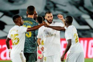 Real Madrid mantiene pulso por la liga al vencer 3-0 al Valencia