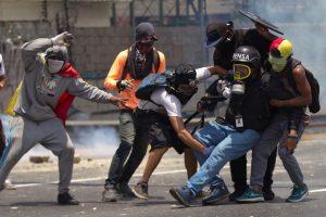 Por informar el acontecer diario con la  situación de la  gasolina periodistas sufren detenciones, amenazas y prohibiciones