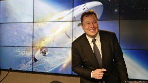 Elon Musk llama por teléfono a la familia del padre de la tecnología espacial rusa