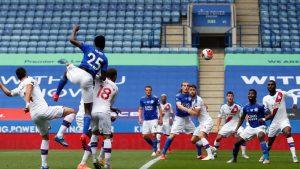 (#Premier) Leicester derrotó sin dificultad al Crystal Palace y no permite el avance del Chelsea