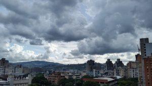 Onda tropical número 32 estaría causando lluvias en gran parte del país la tarde de este martes
