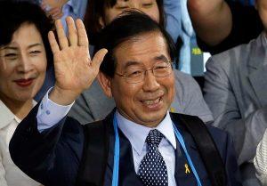 Encuentran muerto al alcalde de Seúl
