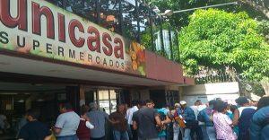 Supermercados Unicasa de la Candelaria fue cerrado por encontrar casos de COVID-19 entre sus empleados.