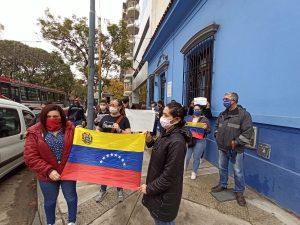 Piden autorización de un vuelo humanitario para venezolanos varados en Argentina