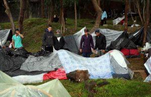 Venezolanos varados en Bogotá levantan campamento para regresar al país
