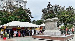 Zulia conmemora 237 años del Natalicio del Libertador, 197 años de la Batalla Naval del Lago y Día de la Armada Nacional Bolivariana desde la plaza Bolívar