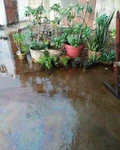 Cabimas inundada con petróleo