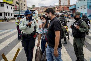 La COVID-19 anda suelta en Venezuela, contagiados llegan a 17.859