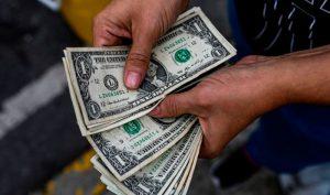 Dólar en Venezuela cierra la semana con descenso de 1,6%