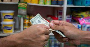 Ecoanalítica: ¿Es mejor que los precios en el anaquel estén en dólares?