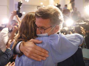 Las elecciones en Galicia y el País Vasco mantienen el statu quo