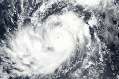 Gonzalo avanza en aguas de Caribe oriental mientras Hanna se aproxima a Texas