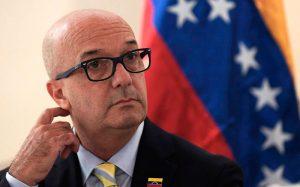 Simonovis: Con las declaraciones de Padrino López «queda claro que las elecciones son una mera formalidad»